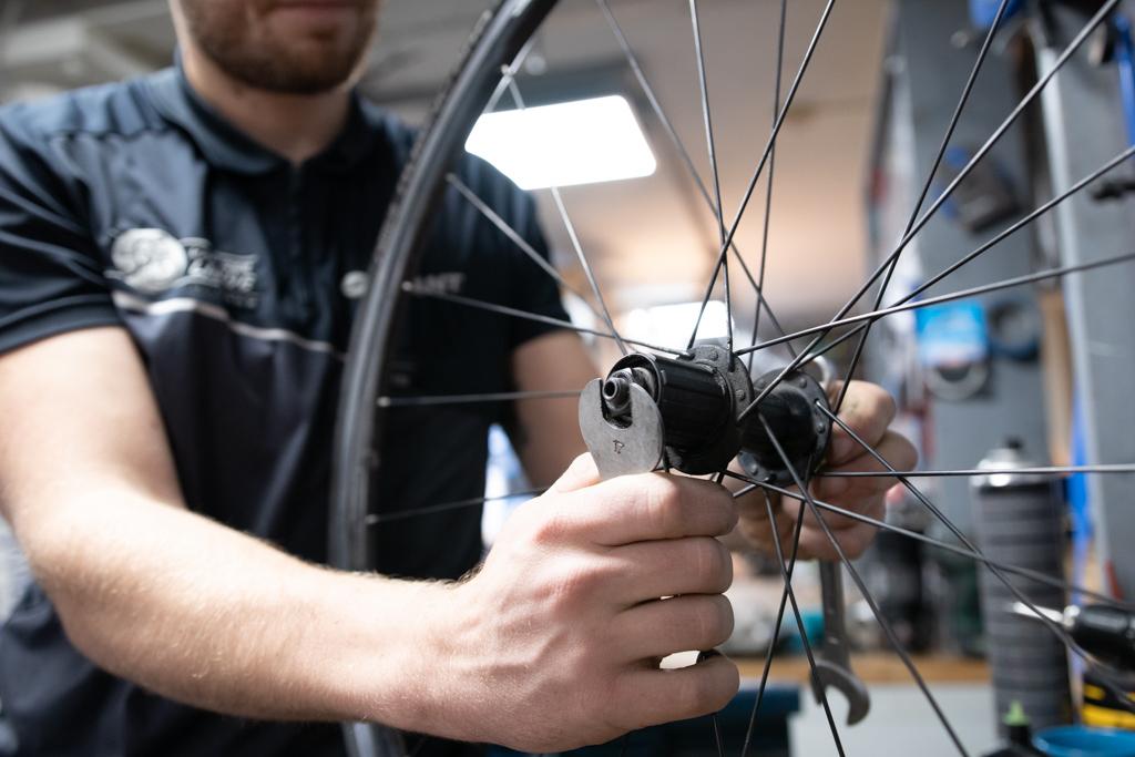 Vanderlinde Almere fiets-reparatie-onderhoud-band-plakken-almere